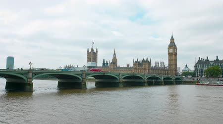 londra : Westminster bridge in London Stok Video