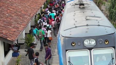 bentota : BENTOTA, SRI LANKA - May 02: Passengers board the train on the station on May 02, 2013 in Bentota, Sri Lanka. Sri Lanka Railways a linking Colombo and many population centres and tourist destinations.  Stock Footage