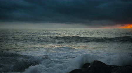 fullhd : Video 1920x1080 - Stormy sky over the ocean at sunset