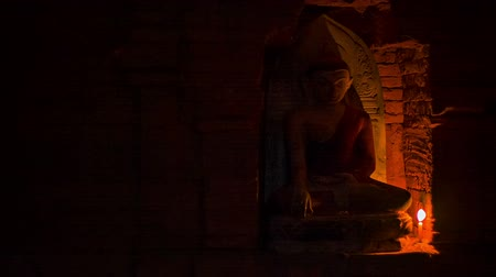 budist : Video 1920x1080 - Buddha candlelit statue at the ancient temple