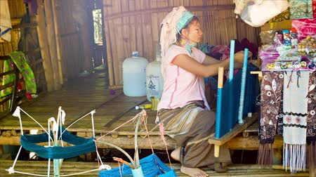 long neck karen : CHIAND RAI. THAILAND - 04 DEC 2013: Kayan Lahwi (Long-Necked Kayan) woman with neck rings spins yarn in hill tribe village. Stock Footage