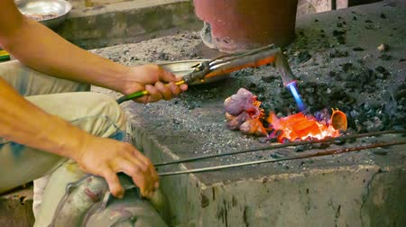 традиционный : Video 1920x1080 - Making copper souvenirs. Workshop in Cambodia. Siem Reap