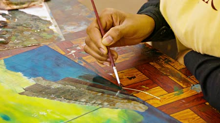 artistas : Video 1920x1080 - The artist paints a picture with oil paints in his studio. Cambodia. Siem Reap Vídeos
