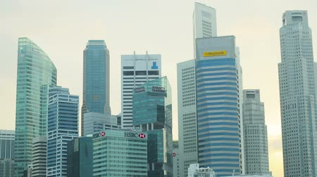 kerület : SINGAPORE - CIRCA JAN 2014: Skyscrapers in downtown of Singapore. Offices of large corporations Stock mozgókép