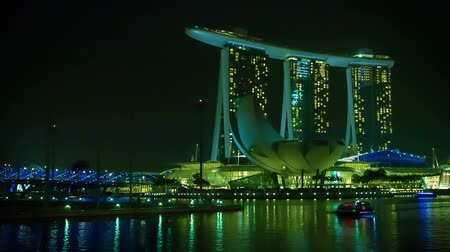 dark bay : SINGAPORE - CIRCA JAN 2014: Evening view of the Marina Bay Sands