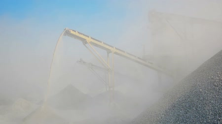 pedreira : Video 1080p - Factory for production of gravel. Stone crusher in Burma
