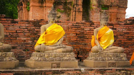 budist : Video 1920x1080 - Buddha statues in an old Buddhist temple. Thailand. Ayutthaya. Wat Yai Chaimongkhon Stok Video