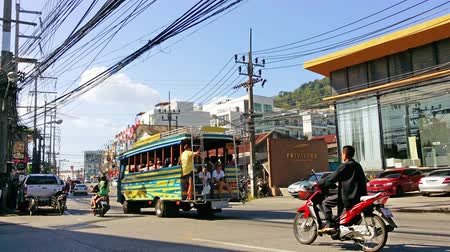Пхукет : PATONG. PHUKET. THAILAND - CIRCA JAN 2015: Light traffic on a bright sunny day. along Phrabarami Road in the resort town of Patong. Стоковые видеозаписи