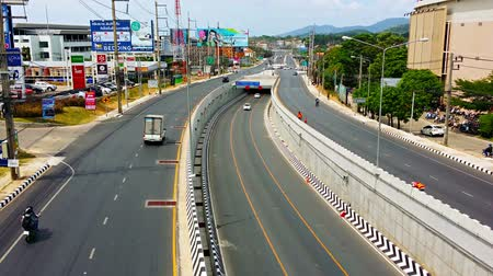 Пхукет : PHUKET. THAILAND  CIRCA APR 2015: Phukets newly constructed Darasamut Underpass is easing congestion by allowing through traffic to continue flowing. without stopping for traffic lights.