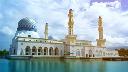 kultúra : Beautiful Kota Kinabalu City Mosque. built in classical Arabic style architecture. stands over Likas Bay on the island of Borneo. in Malaysia. against a partly cloudy sky.