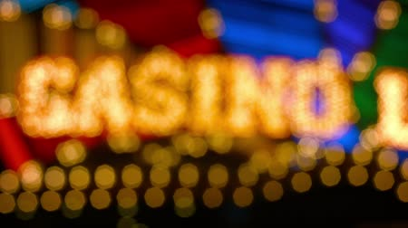 letreiro : Video FullHD - Bokeh effect from this slightly unfocused shot of a casinos flashy. brightly colored. neon sign at night.