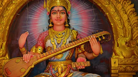bohyně : Video 4k - Beautifully rendered and intricately detailed statue of Saraswati. the Hindu goddess of knowledge. music. arts. wisdom and learning. Dostupné videozáznamy