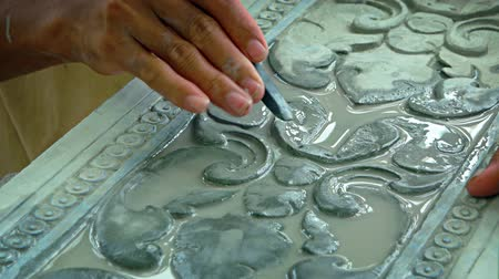oyma : Local. Cambodian artist using hand tools to carve an ornate pattern into the surface of a stone slab in his workshop. Video UltraHD Stok Video