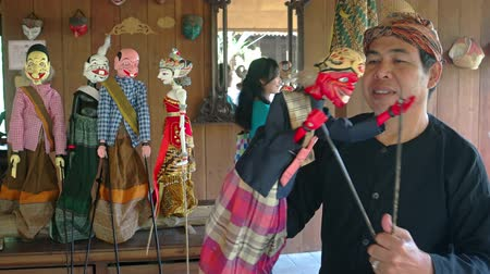 kultúra : BALI. INDONESIA - CIRCA JUL 2015: Man demonstrates control of traditional. Balinese theater puppets at Taman Nusa Cultural Park