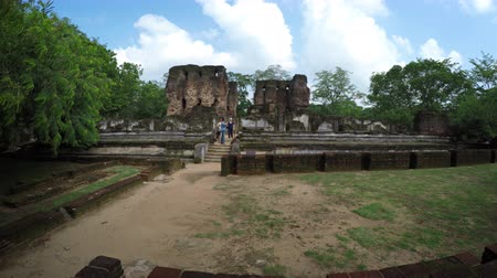 polonnaruwa : Tourists stand on the ancient stone steps of the royal palace ruin in Polonnaruwa. an important historical capital in Sri Lanka. Stock Footage