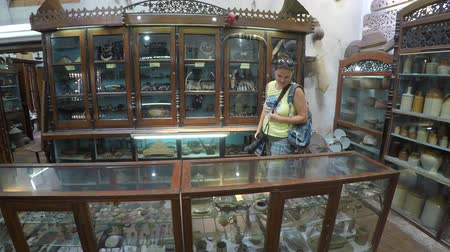 private museum : GALLE. SRI LANKA - CIRCA DEC 2016: Tourist in small museum with old everyday things Stock Footage