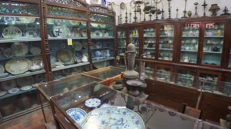 private museum : GALLE. SRI LANKA - CIRCA DEC 2016: In small museum with old everyday things Stock Footage
