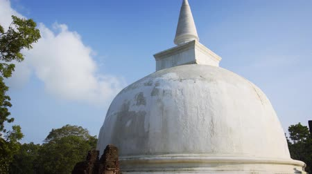 polonnaruwa : Massive. white stupa of Kiri Vehera. with its tall spire. standing in the morning sun near Polonnaruwa. Sri Lanka. 4k video Stock Footage