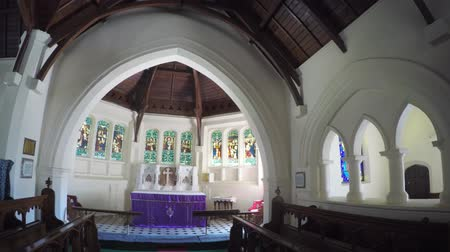 oltář : NUWARA ELIYA. SRI LANKA - CIRCA DEC 2016: Holy Trinity Church interior is an Anglican church in Nuwara Eliya. Stock footage 4k