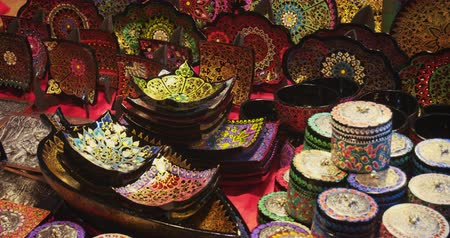 spletitý : CHIANG MAI. THAILAND JAN 2018: Lacquered plates and ornate baskets for sale at a souvenir shop. DCI 4k video