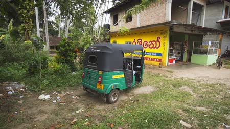 rickshaw : HIKKADUWA. SRI LANKA - DEC 2016: Slow motion clip of a drive through a typical. rural community near Hikkaduwa. Sri Lanka. FullHD 1080p video Stock Footage