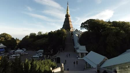társult : CHIANG MAI. THAILAND JAN 2018: Temple and Associated Buildings at Doi Inthanon. Highest Mountain in Thailand. 4k UltraHD footage