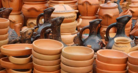 KUTAISI. GEORGIA - OCT 2018: Ceramics on the Georgian market Стоковые видеозаписи