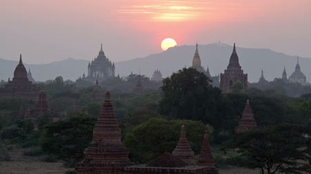 mianmar : Sunset over pagodas in Bagan valley, Burma. Time lapse. 30fps progressive version. Stock mozgókép