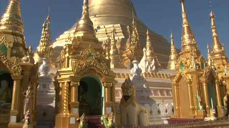 пагода : Interior of the biggest Buddhist temple Shwedagon pagoda, Rangoon, Burma. Dayview, titl up.