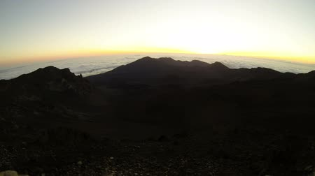 repousante : 10.000 ft sunrise in Haleakala National Park, Maui, Hawaii. Time lapse. Stock Footage
