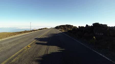 repousante : Driving down 10.000 ft in Haleakala National Park, Maui, Hawaii.