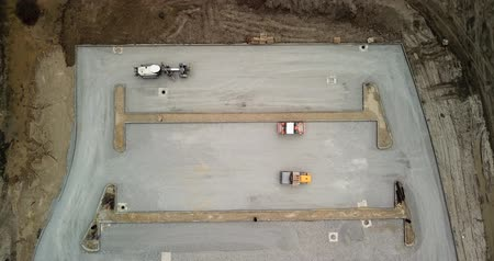 строительные леса : Aerial top down view of construction road and parking, construction machinery in operation