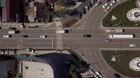 переулок : Top view road, cars moving on roundabout
