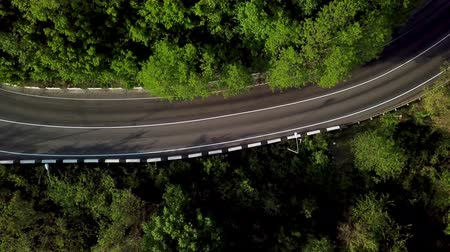 serpentine : Top down view of winding mountain road with cars Stock Footage