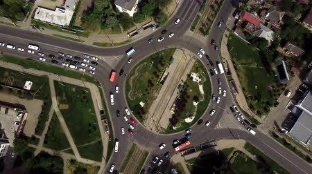 tramvaj : Drone flying above busy roundabout in rush hour