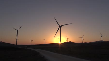türbin : wind power mills next to Zahara village at Cadiz Andalusia in Spain  Stok Video