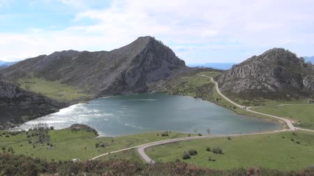 údolí : Enol Lake at Picos de Europa mountains in Asturias Spain