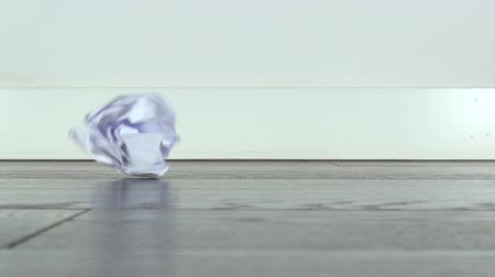 duvar kağıdı : crumpled white paper ball falls on parquet wooden floor  Stok Video