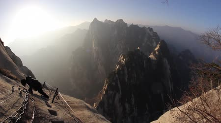 alpen : Mount Hua Shan en The Plank Road in the Sky, 's Werelds Most Dangerous Wandelpad