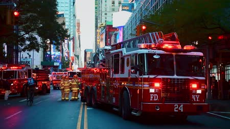 ambulância : NEW YORK CITY, USA - OCT 30, 2018: Fire truck and police car ambulance at 42nd street in response to an emergency incident in Midtown Manhattan.