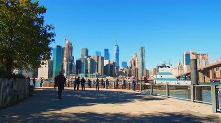 NEW YORK CITY, USA - OCT 30, 2018: Downtown Manhattan skyscrapers at waterfront walk. Dostupné videozáznamy