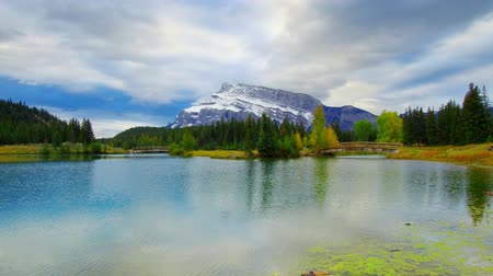 mírumilovnost : Snow Mountain and lake with Autumn foliage reflections timelapse panning in Banff National Park, Canada.