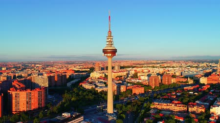 Мадрид : Madrid, Spain - May 28, 2018: Torrespa?a or Spain Tower is - 231m steel-and-concrete television tower as well as the landmark. Madrid is the capital and the largest city in Spain. Стоковые видеозаписи