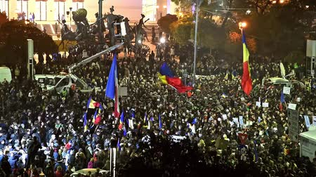 ocupação profissional : BUCHAREST, ROMANIA - NOVEMBER 05, 2015: Third Day Of Protest In University Square And In Front Of National Theater Against Corruption And Romanian Government.