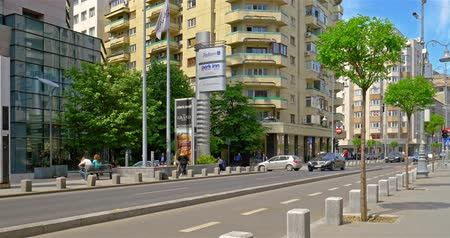 traffic bucharest : BUCHAREST, ROMANIA - APRIL 20, 2016: Rush Hour On Victory Avenue (Calea Victoriei) Downtown Of Bucharest City. Stock Footage