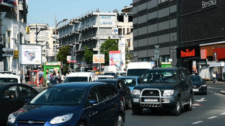 traffic bucharest : BUCHAREST, ROMANIA - MAY 19, 2015: Rush Hour Traffic In Union Square (Piata Unirii) one of the busiest and largest traffic intersections in downtown Bucharest city. Stock Footage