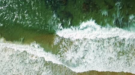 dron : Aerial Drone View Of Ocean Waves Crushing In Slow Motion Wideo