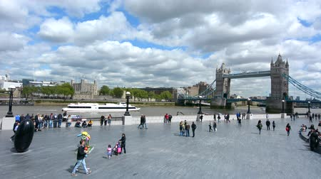 büyük britanya : Visitors at the south bank with the Tower Bridge in London and the Tower of London in London England, UK.Over 40000 people use Tower Bridge every day. Stok Video