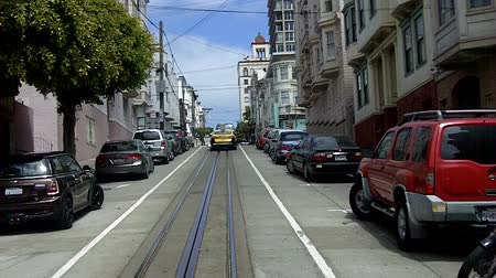 vyhlídkové : SAN FRANCISCO - MAY 17 2015:Passengers riding on cable car in San Francisco, CA.US Department of Transportation counts the cable cars as mass transportation system with the most accidents per year.