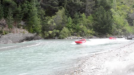 nzl : QUEENSTOWN, NZ - JAN 16:Tourists enjoy a high speed jet boat ride on the Shotover River on Jan 16 2014 in Queenstown, New Zealand. Queenstown is one of the most popular summer and winter resort in NZ. Stock Footage